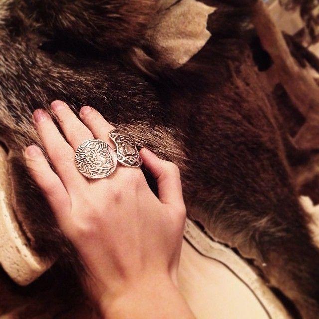 Наконец-то у меня появилось долгожданное колечко #jewelry #fur #hand #skif #украшение #мех #рука #скиф