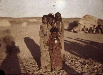 lumiere autochrome | Helen Messinger Murdoch. Bishareen Children. Egypt. 1914.