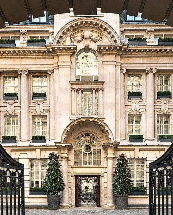The One Place You Must Go In London This Spring In 2019 London City Guide Rosewood London