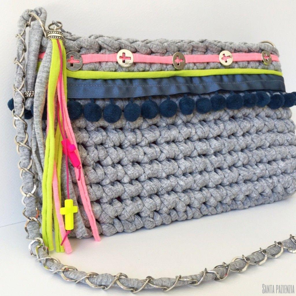 Un bolso de trapillo con un toque especial crochet for Bolso crochet trapillo