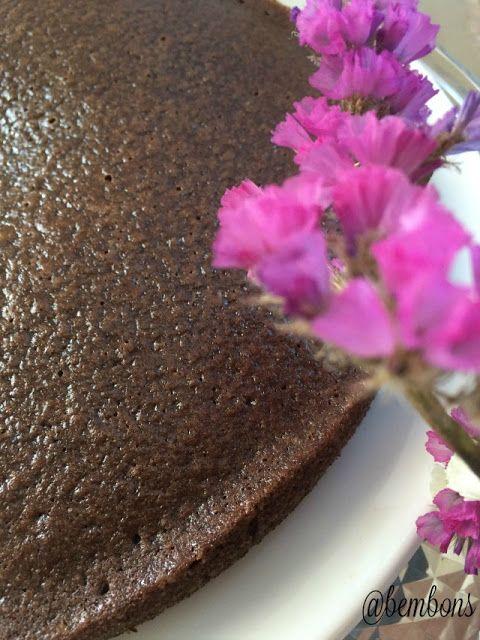Bolo Denso de Chocolate (Paleo): Falei-vos deste bolo no post anterior e como o prometido é devido hoje é dia de receita docinha. Para além de ser um bolo mais saudável é também ...