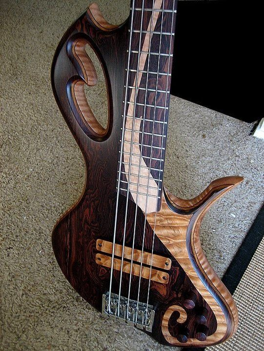 Benavente 5-String Bass