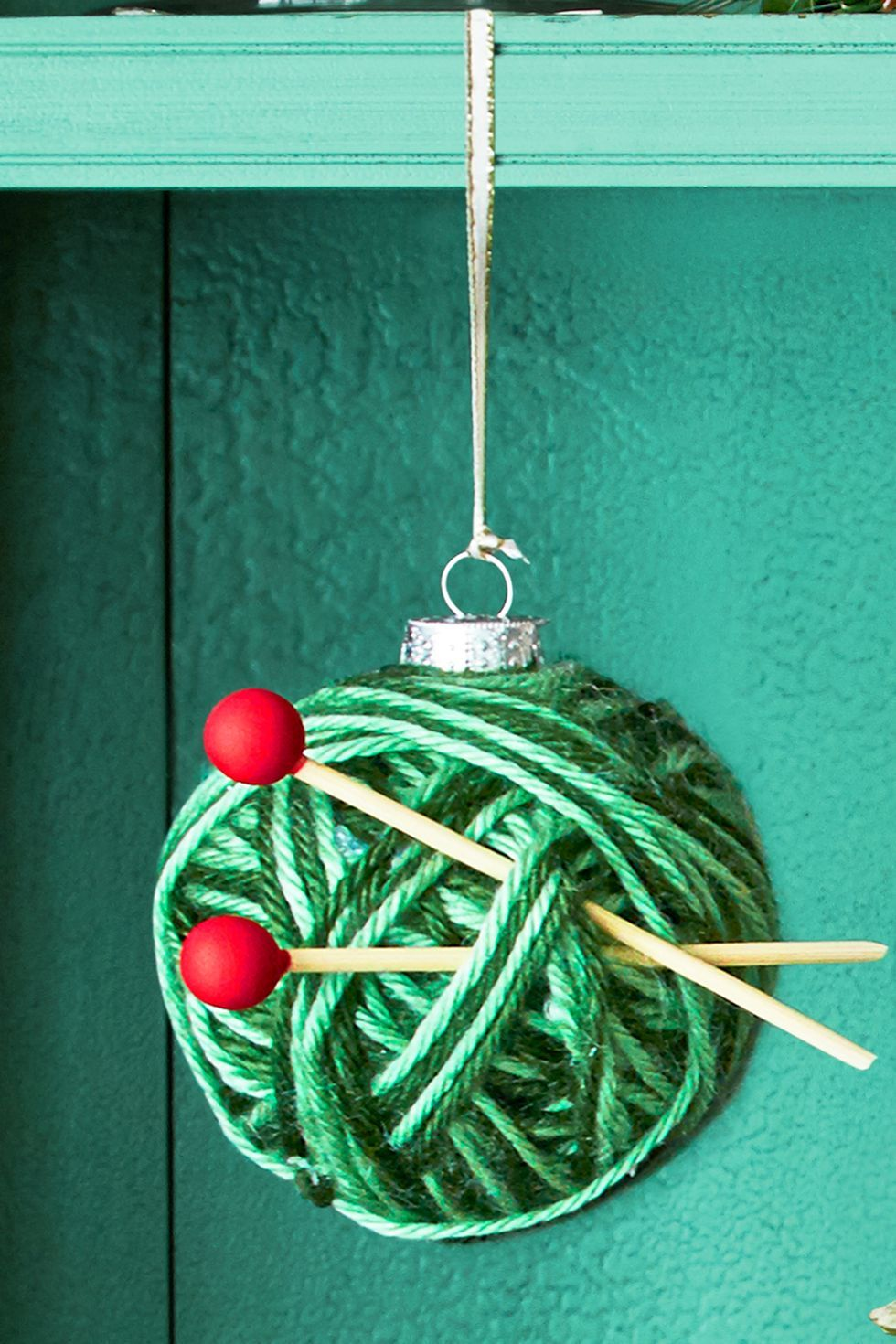 DIY Christmas Ornaments Knit Bauble