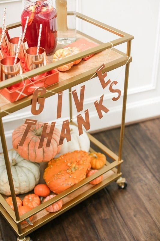 Thanksgiving: Trends for Thanksgiving Parties & Friendsgiving Tables. Step up your hostess game this Thanksgiving with some amazing trends for Thanksgiving Parties and Friendsgiving Tables!!! #parties #diy #thanksgiving #holiday #holidayparties #holidays #autumn #fall #fallparties #crafts