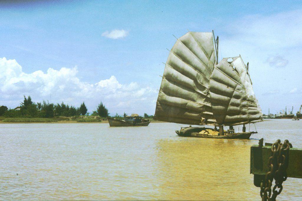 1989, am Mekong in Vietnam;       1989, on the Mekong River in Vietnam;