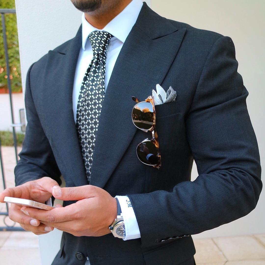 wir m gen m nner die auf ihr u eres achten dieser blaue anzug ist super mit men 39 s style. Black Bedroom Furniture Sets. Home Design Ideas