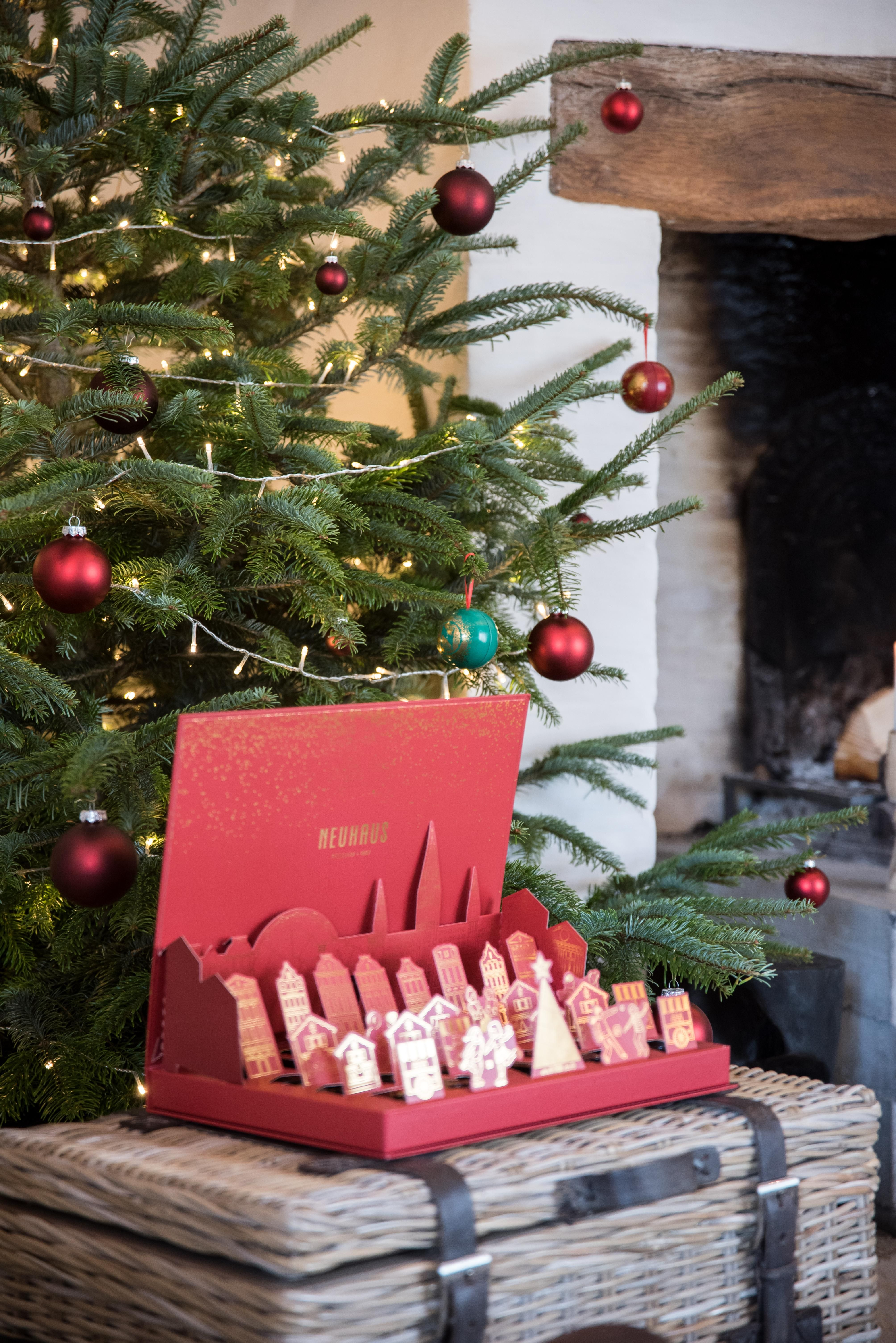 Chocolate Advent Calendar 2019.Neuhaus Chocolate Winter Wonderland Pop Up Advent Calendar 25 Pcs