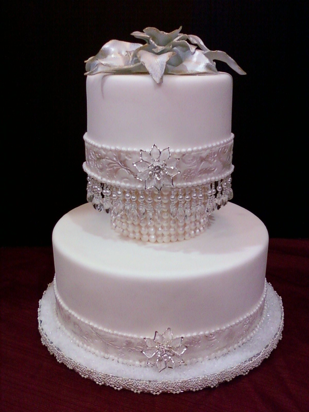 Wedding cake ornaments - Wedding Cake For A Pearls And Diamonds Theme Wedding