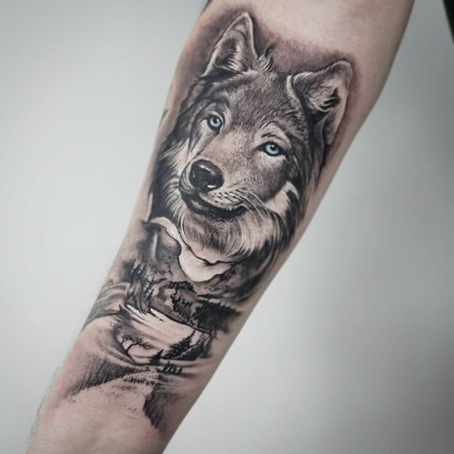 wolf tattoo mountainrangetattoo wolf wolves mountains tattoos tattooing tattoostudio. Black Bedroom Furniture Sets. Home Design Ideas