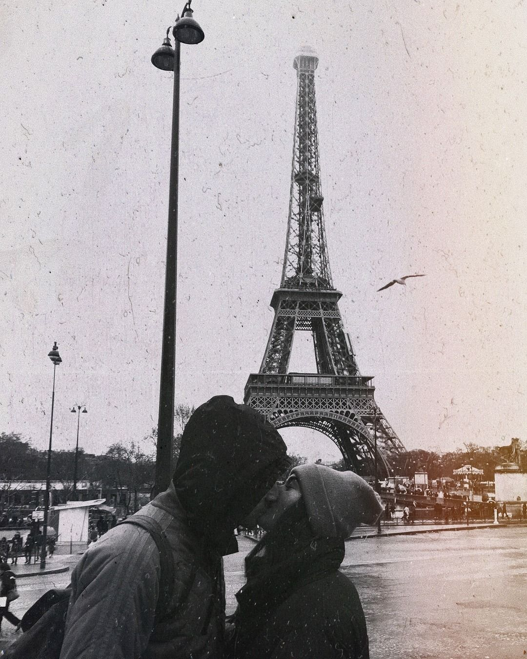 Beautifully Skinny In 2020 Paris Couple Photo Couple Photography
