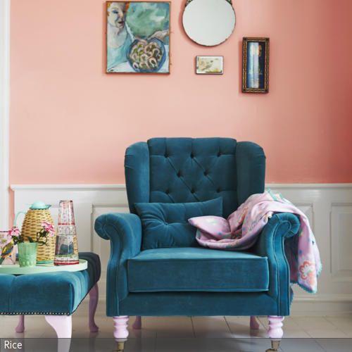 die apricot wandfarbe schmeichelt dem petrolfarbenen sessel mit dazugeh rigem fu hocker indem. Black Bedroom Furniture Sets. Home Design Ideas