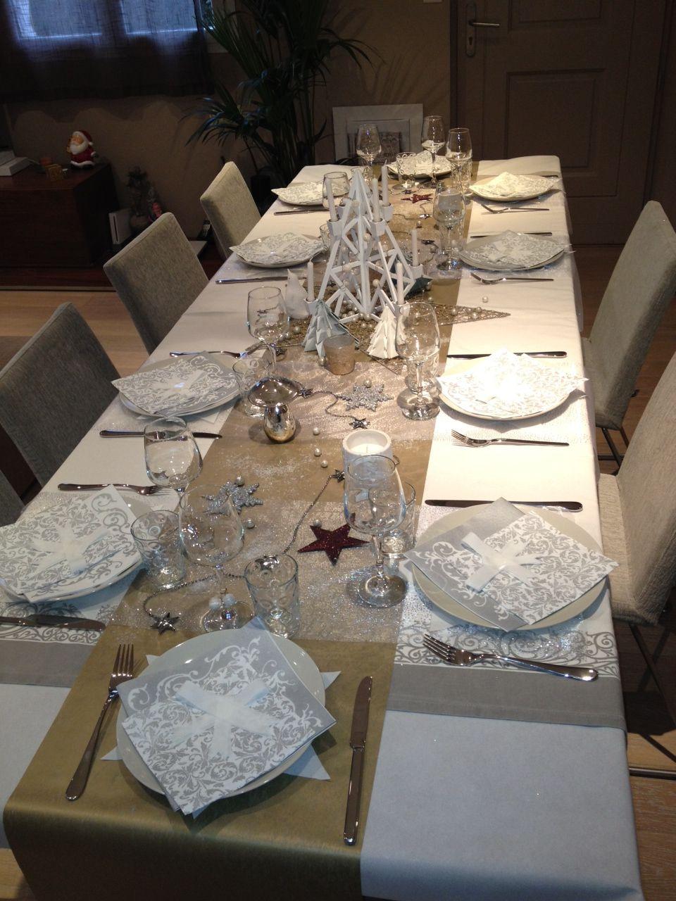 Pingl par armelle sur christmas decoration table de - Deco table noel argent et blanc ...
