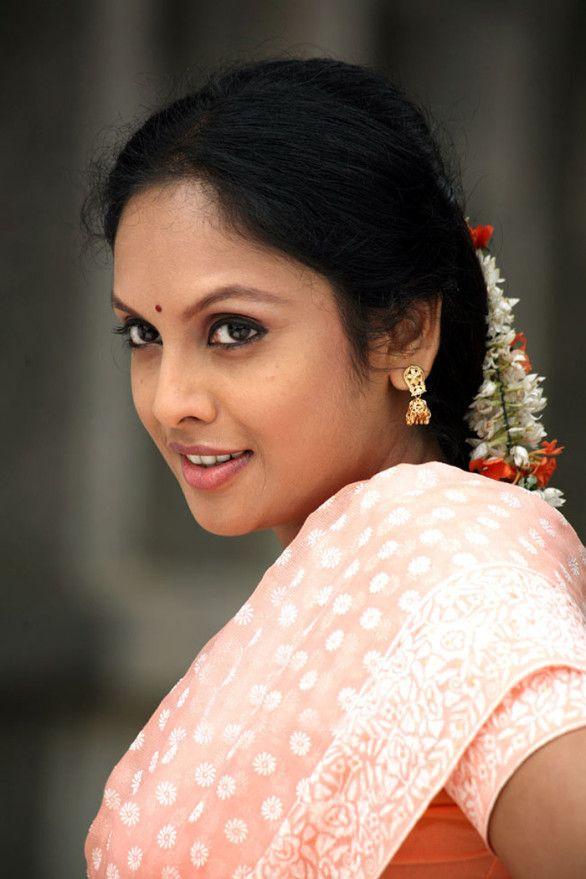 Jyothirmayi boobs sex photos — pic 1