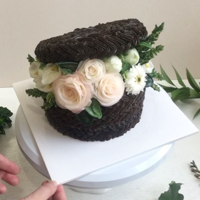 "63 Likes, 1 Comments - 앤케이크  🌿 Ann cake (@ann.cake) on Instagram: ""앤케이크 🌿done by student from Hong kong 샌디의 8번째 작품. 내일 떠나는 그녀를 위해 수업 순서를 변경했어요.  The eighth piece of…"""
