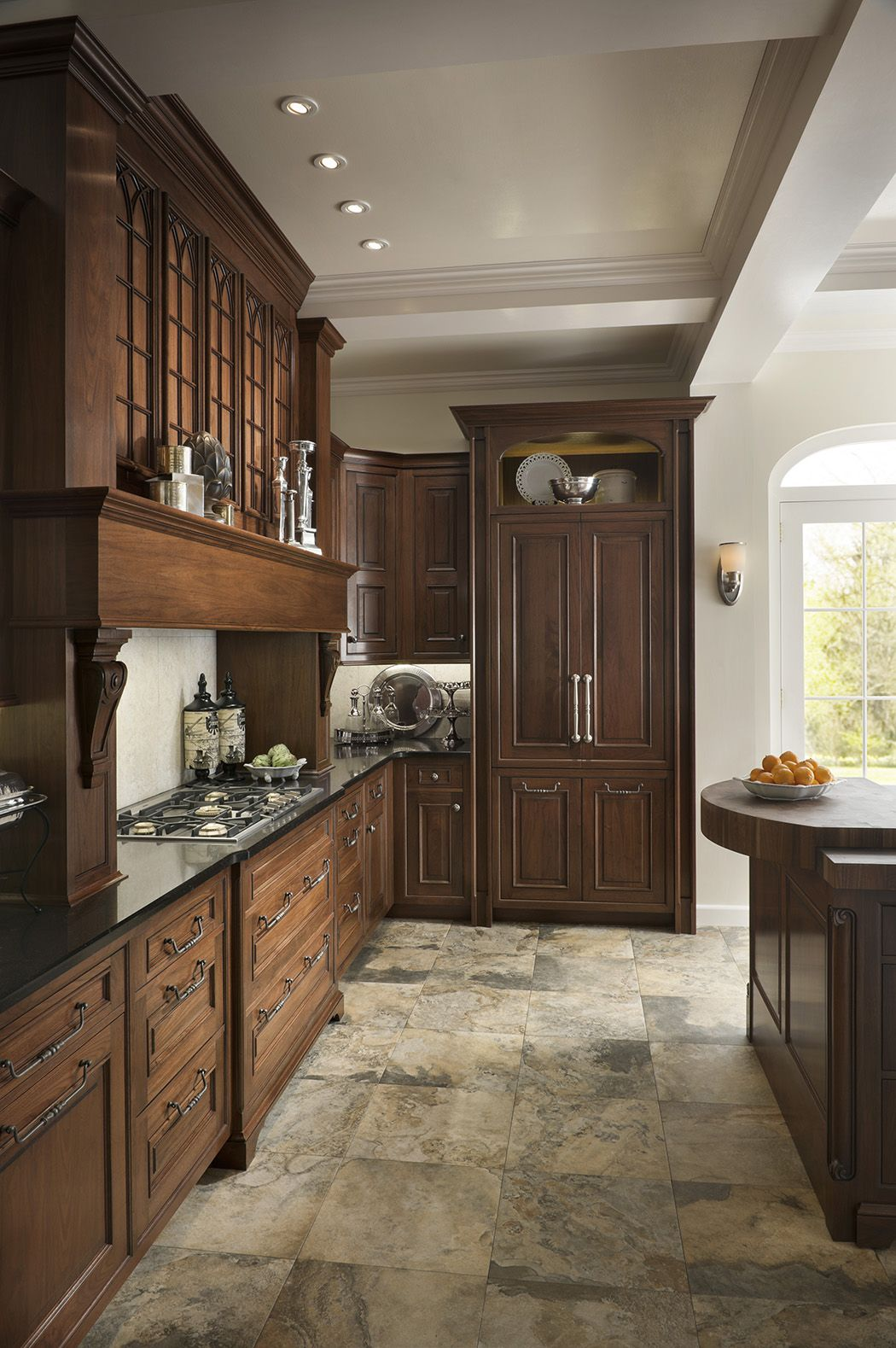 Elegant Traditions Kitchen By Woodmode Shown In Sable And Wall Street Finishes O Cottage Kitchen Design Kitchen Inspiration Design Traditional Kitchen Design