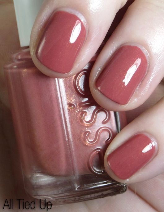 Review & Swatches: essie 'Bikini So Teeny' Collection for Summer 2012 | Beauty Junkies Unite