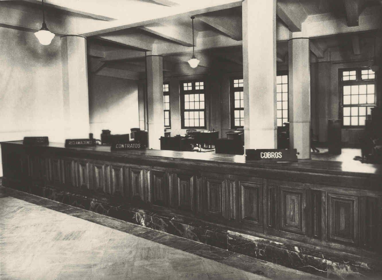 Edificio de la C.T.N.E. Sala de público. c 1928 calle conde del valle de san juan https://www.fundaciontelefonica.com/arte_cultura/patrimonio/archivo_fotografico/?detalle=10800