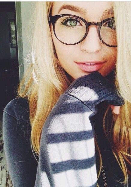 I love the glasses and her eyes!!