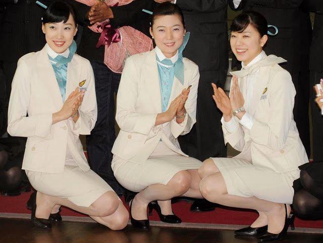 ✩ KOREAN AIR ✩ IN ACTION Female Flight Attendants being - air jamaica flight attendant sample resume