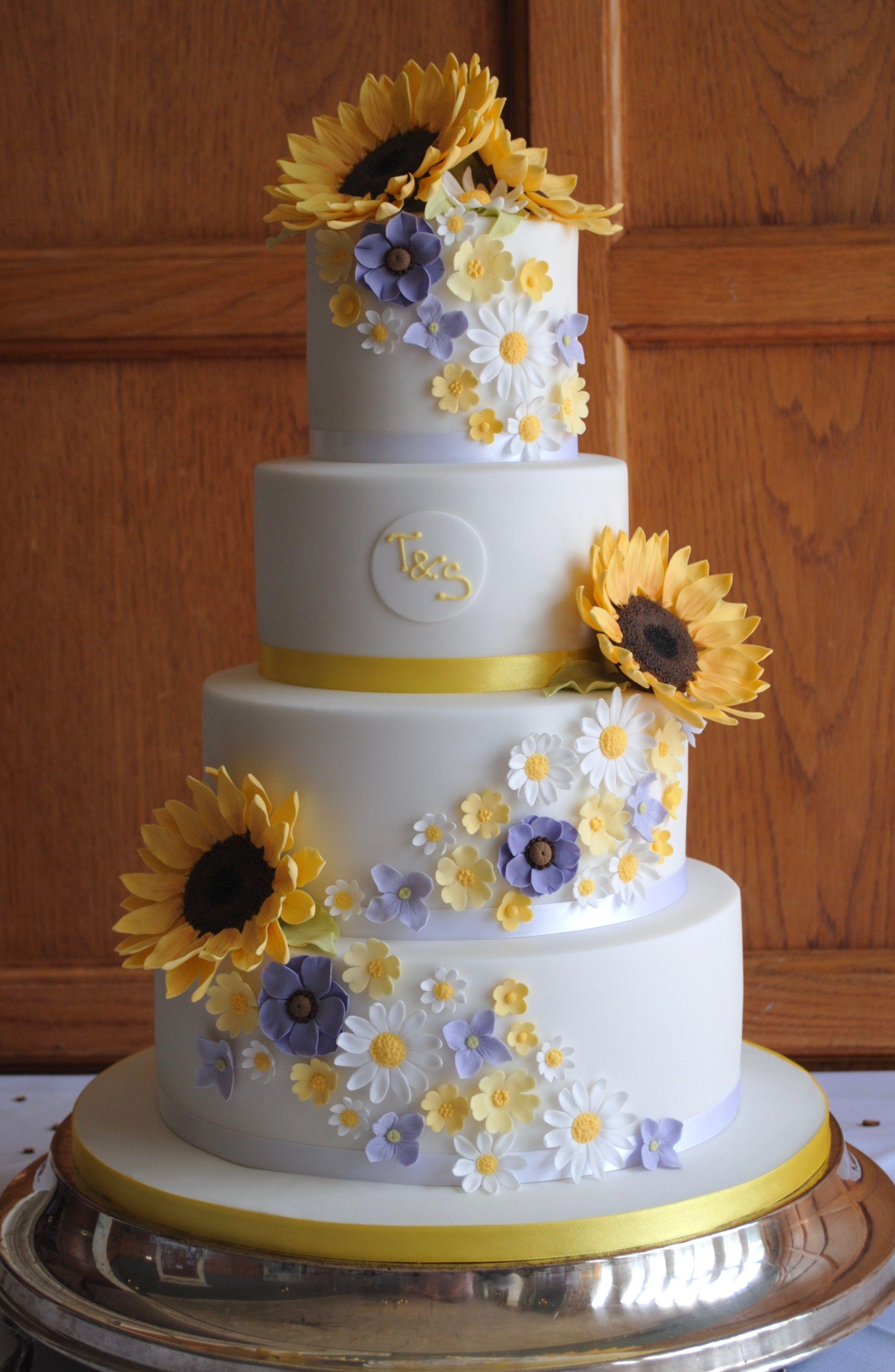 Sunflowers wedding cake from www.tortebella.co.uk