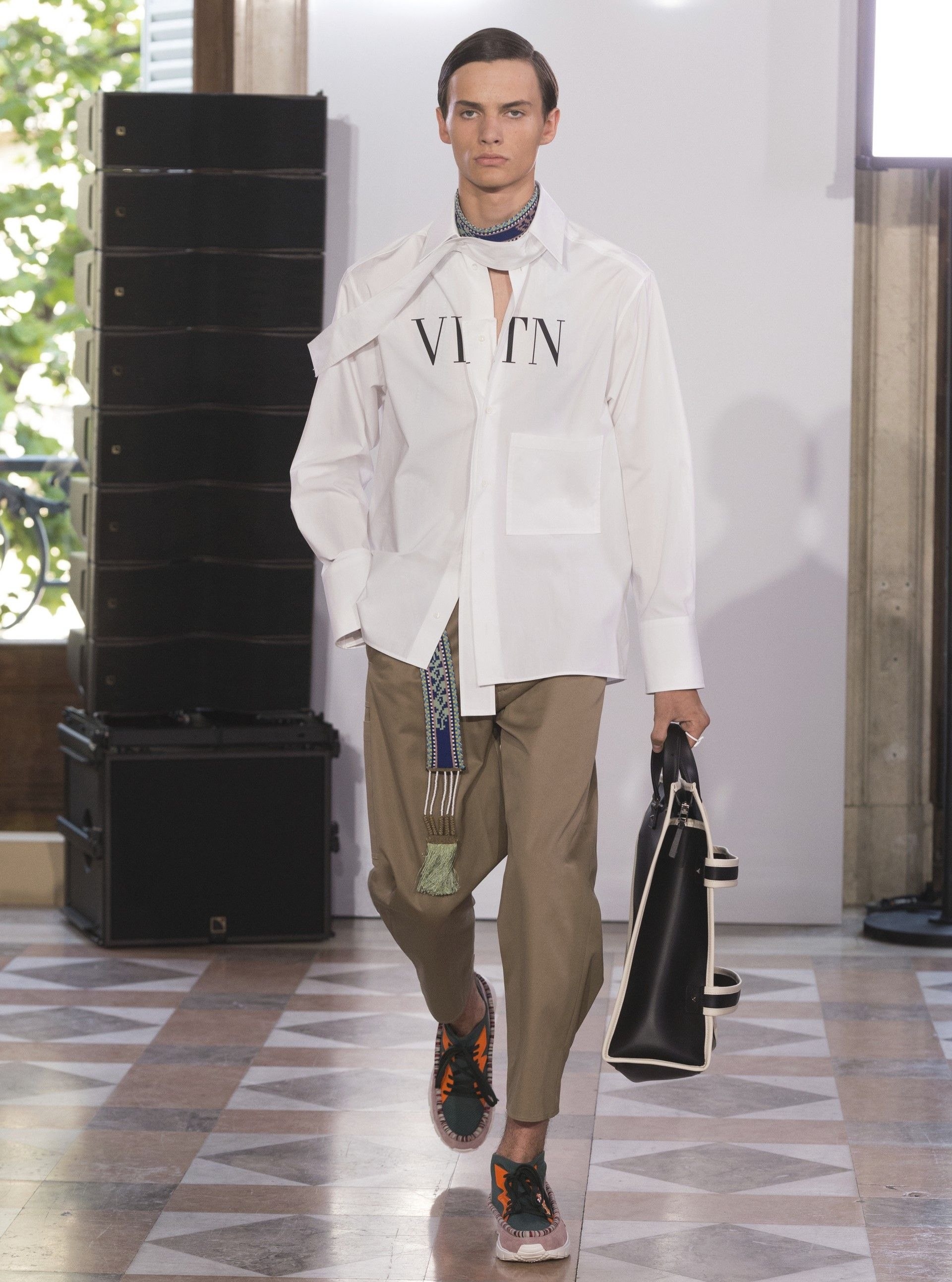 Discover the Valentino Spring/Summer 2018 collection for men by Pierpaolo  Piccioli.