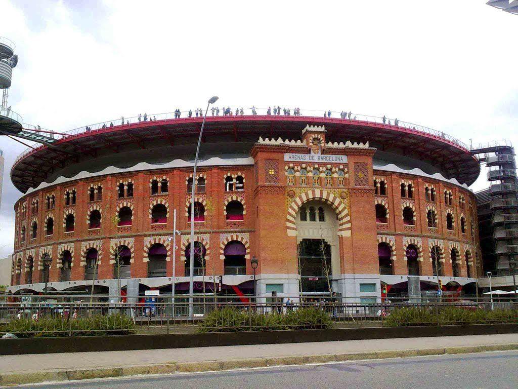Antigua Plaza De Toros De Barcelona Convertida En Centro Comercial Bella Estampa España Plaza De Toros España Toros