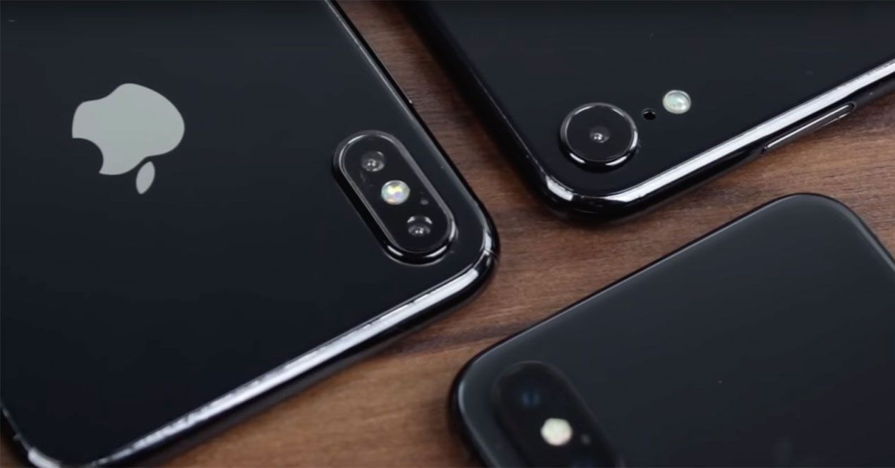 Nuevo Vídeo Con Prototipos Del Iphone X 2018 Iphone Xs Y Xs Plus Http Www Charlesmilander Com News 2018 08 Nuevo Video Con Iphone Phone Electronic Products