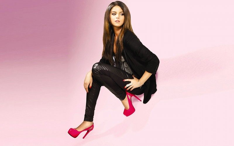 mujeres Selena Gomez actriz famosos tacones altos cantantes artista ropa  casual fondo de pantalla 9d3d8458dde9