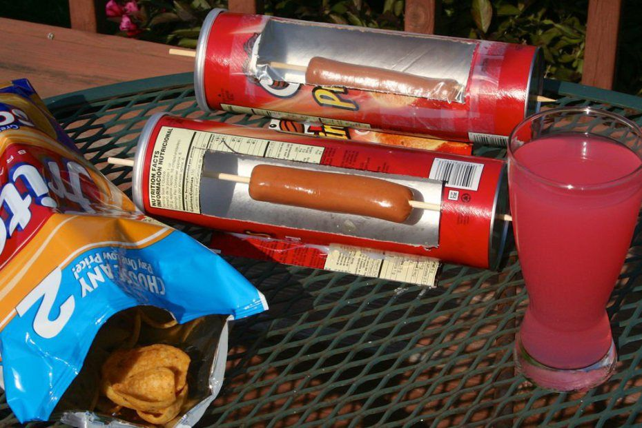 How To Solar Hot Dog Cooker From A Pringles Can Make Diy Projects How Tos Electronics Crafts And Ideas For Makers Solar Cooking Solar Cooker Solar Oven