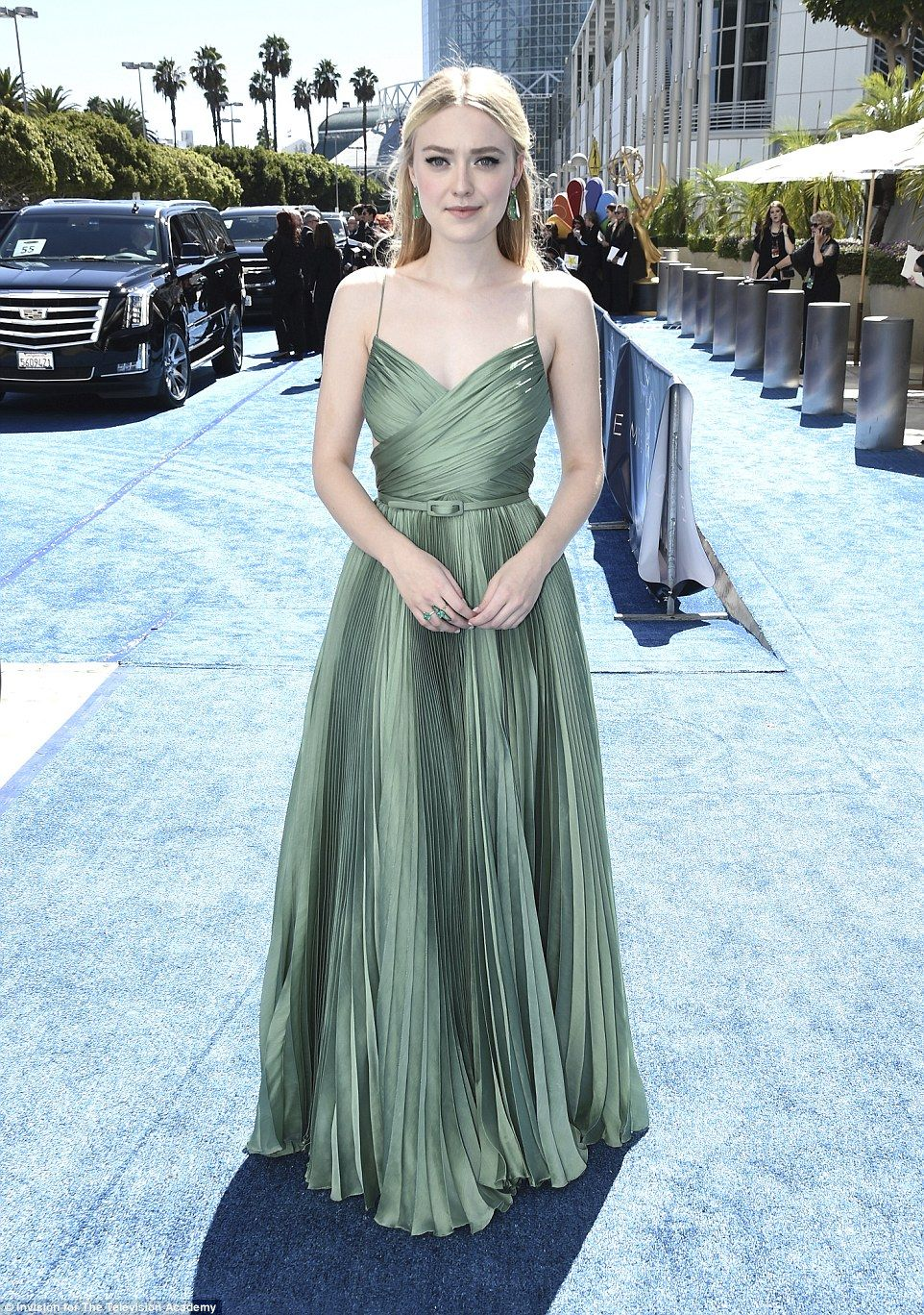 cb905c54734 Goddess  Dakota Fanning chose a pleated green colored gown with a mini  belt  she added coo.