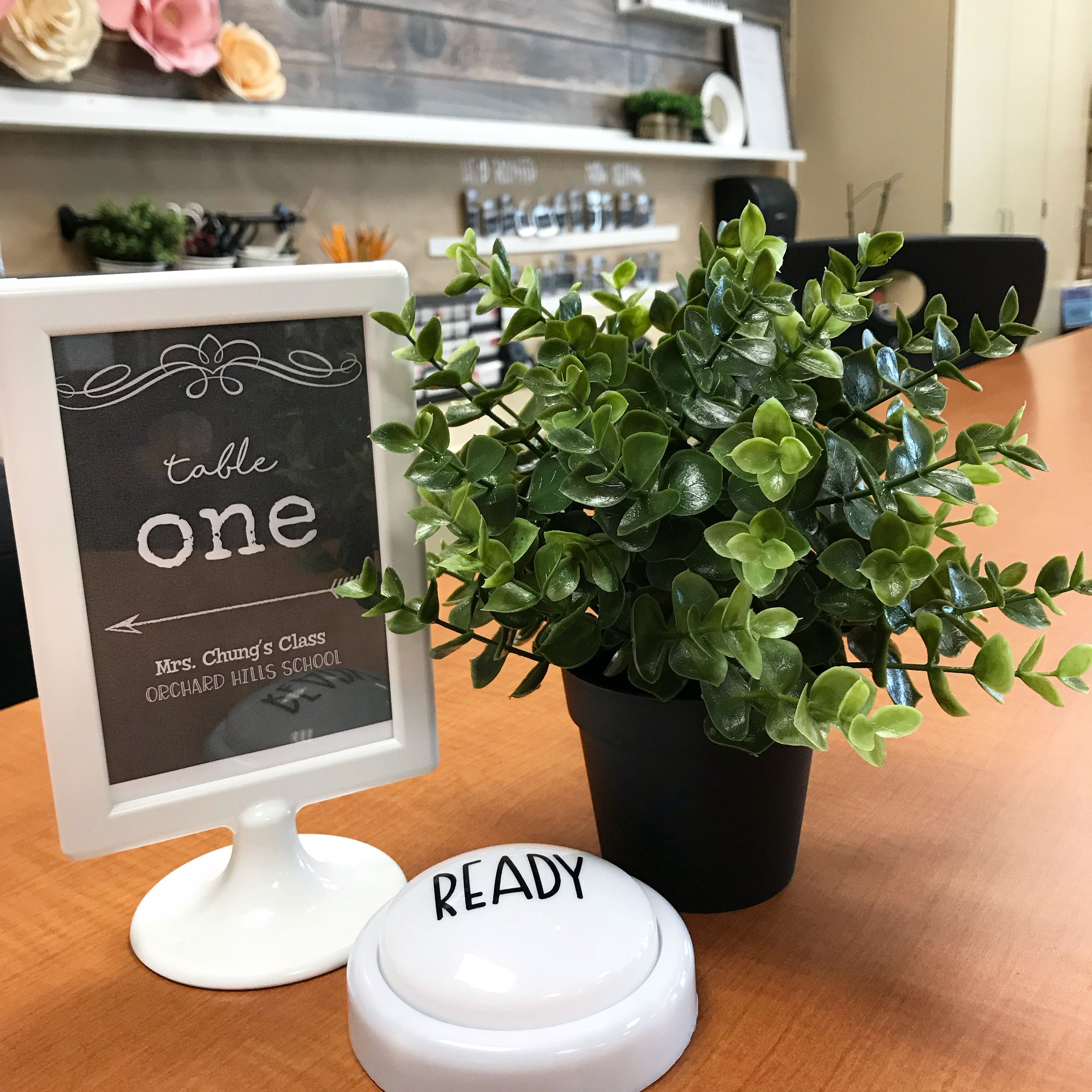Real Weddings Study: Table Signs And Ready Lights For Quick Transitioning