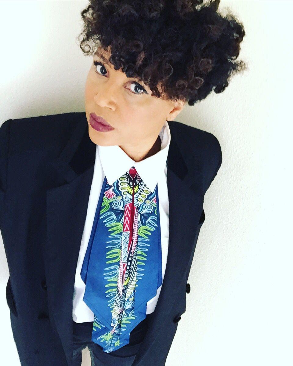 Ceci n'est pas une cravate mais une cravelle, 46 cm d'originalité en wax qui va vous donner un style décalé, rdv sur la page Instagram manzel_mazette pour découvrir tous les modeles