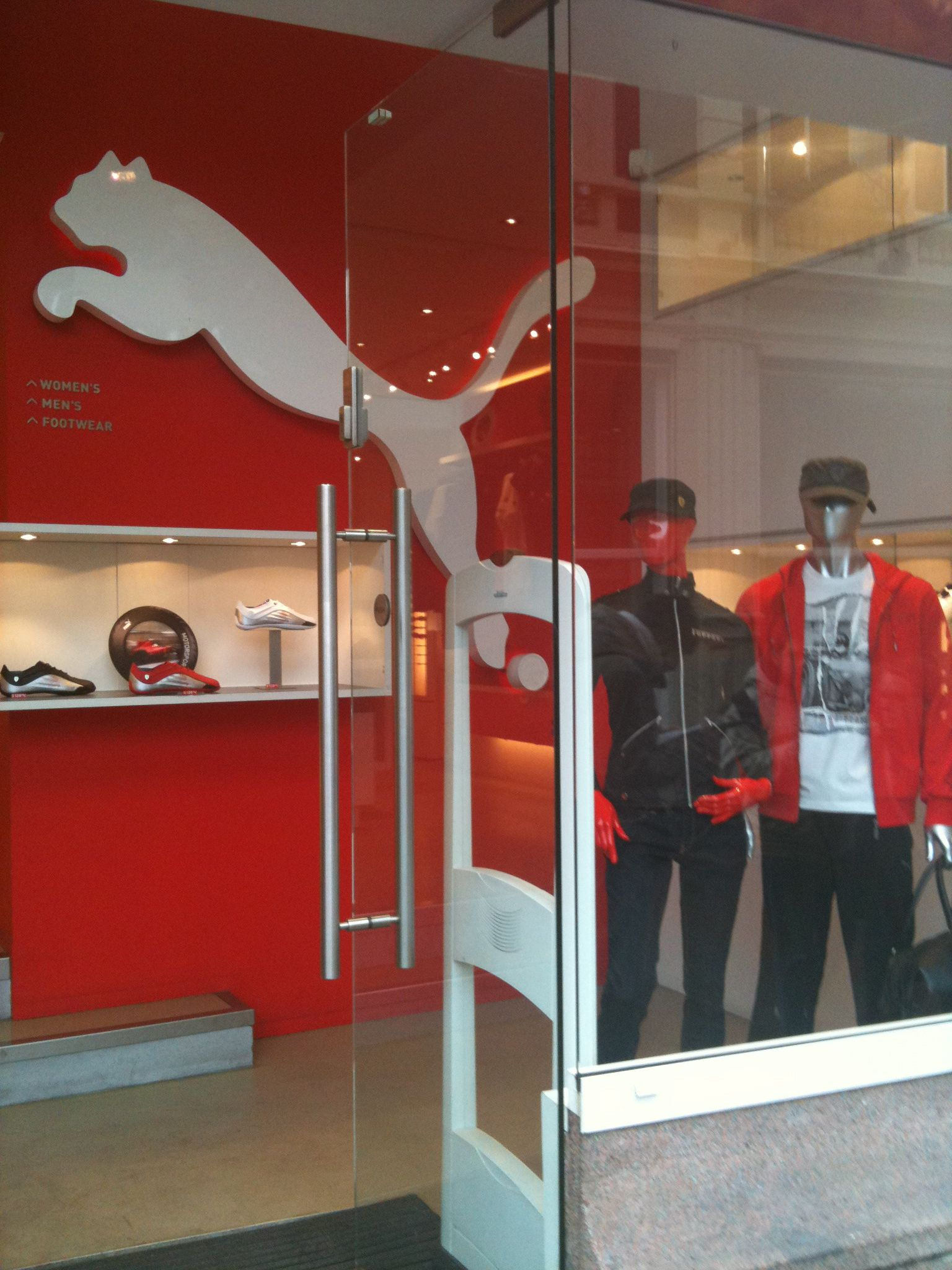 Puma store amsterdam uploaded by luccidesign