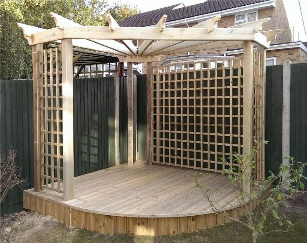 corner pergola with lattice and low deck corner pergola. Black Bedroom Furniture Sets. Home Design Ideas