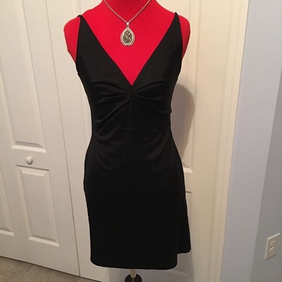 Alberta Ferretti Italian made dress. Gorgeous! Sz4 If you don't know this designer, google him! This is a fantastically beautiful dress by this upscale designer! Zip back. Dress is lined. No flaws!! Like new! Alberta Ferretti Dresses