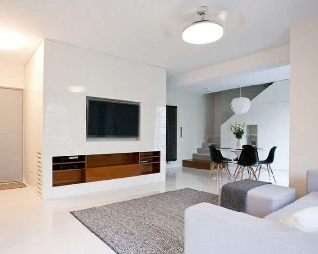 fernseher-wand-montieren-wohnzimmer-eingebautes-holz-sideboard, Wohnzimmer dekoo