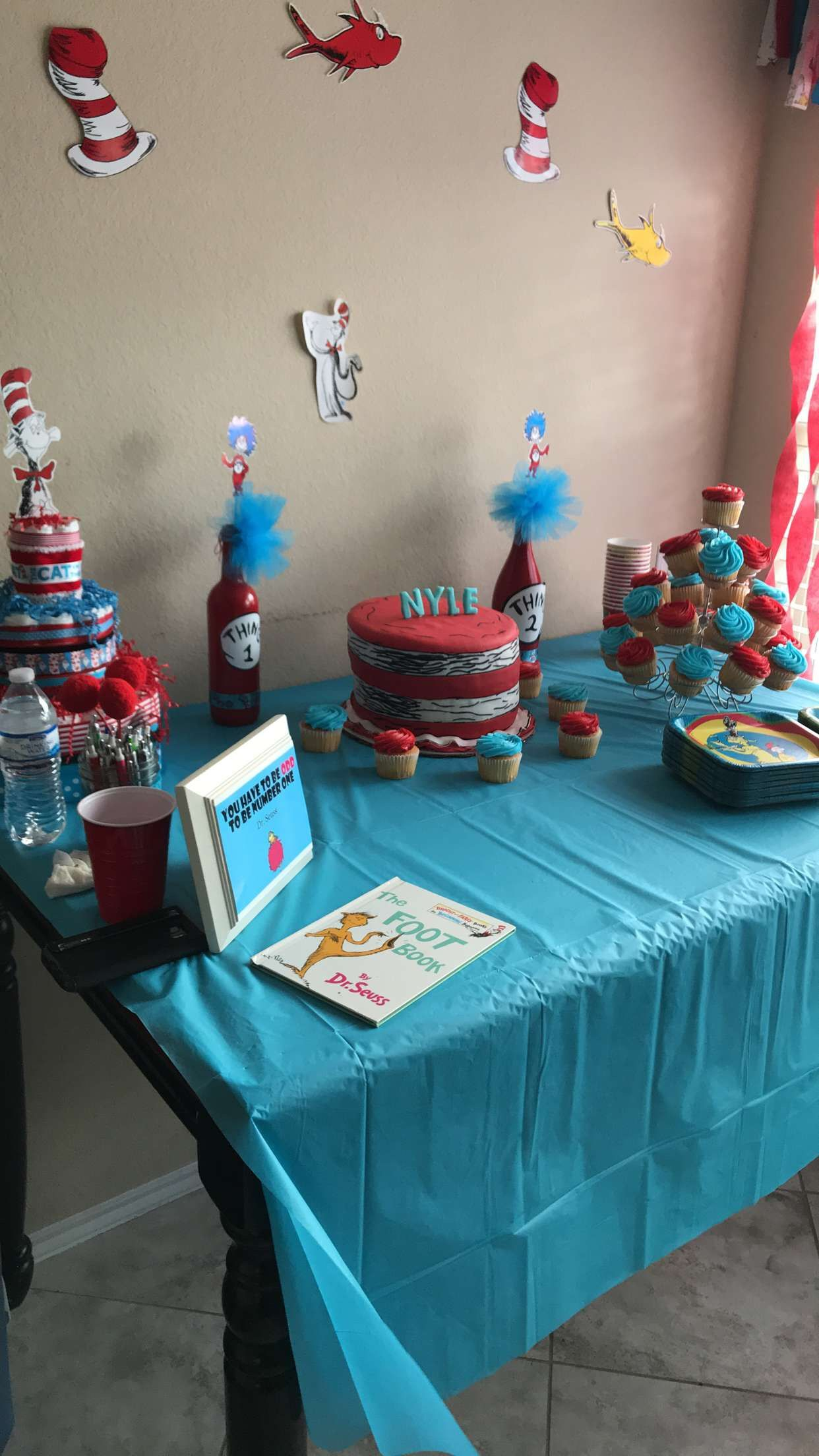 Dr Seuss baby shower decorations | Baby showers | Pinterest | Gato ...