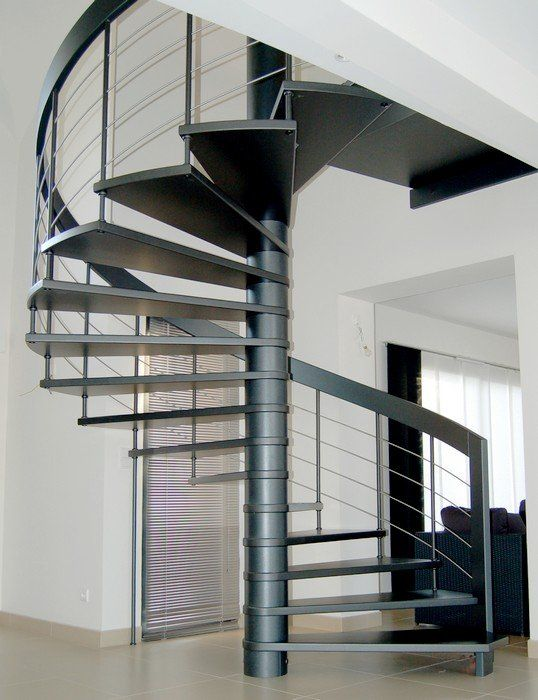 Escalier hélicoïdal ou colimaçon en bois teinté et joncs inox ...
