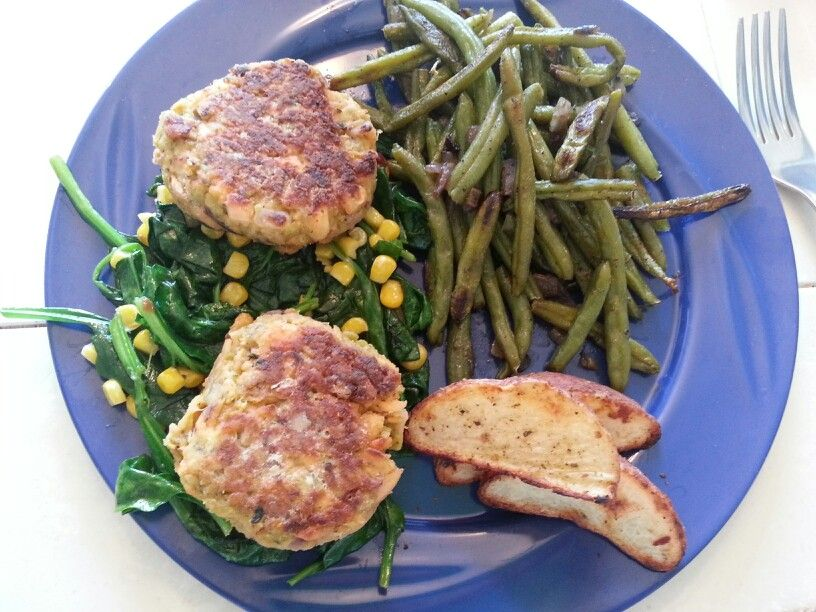 Tex med salmon cakes with roasted garlic green beans and parmesan reds... its what's for dinner