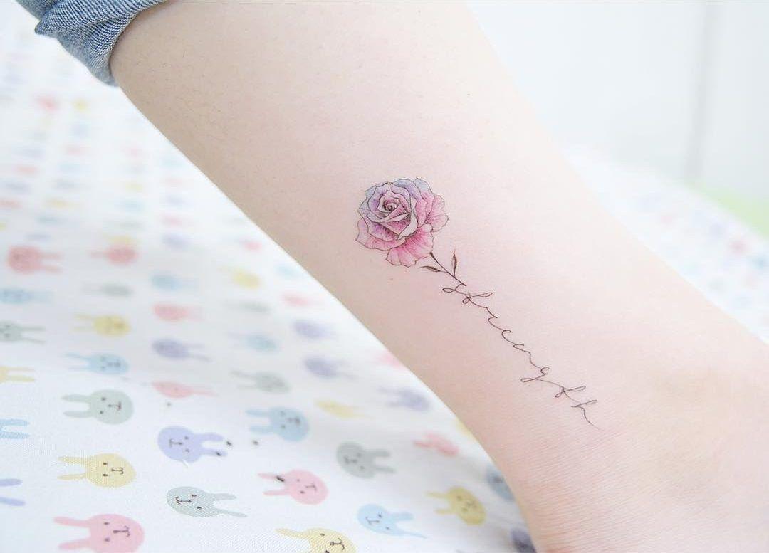 Resultado De Imagem Para Tatuajes De Flores Con Nombres Tatuajes Tatuajes De Rosas Tatuajes De Flores
