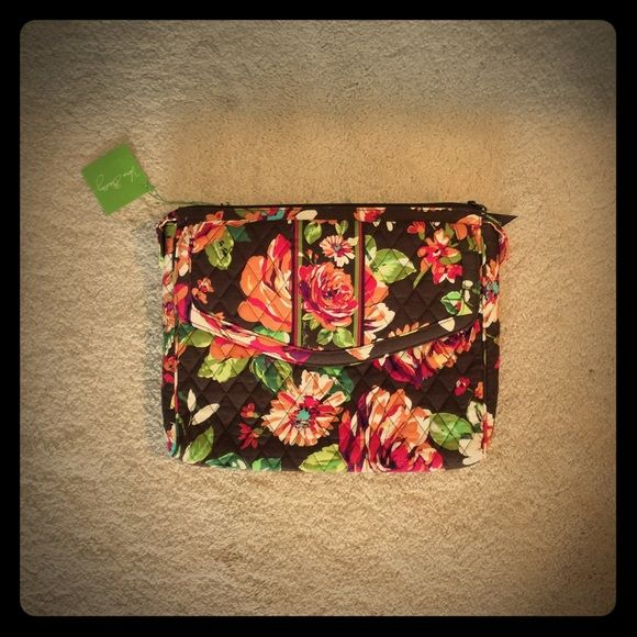 Vera Bradley tablet hipster in English rose Vera Bradley tablet hipster in the pattern English Rose and so pretty can be used as a purse but also carry your iPad or a Kindle anywhere you go. Vera Bradley Bags Crossbody Bags