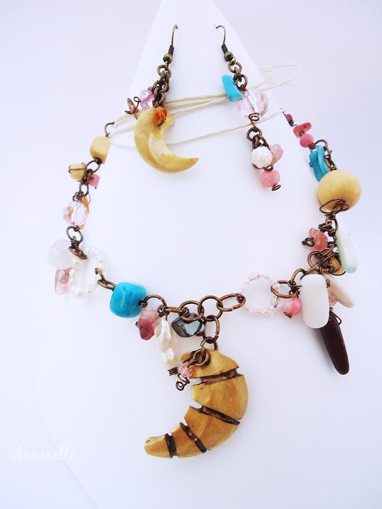 Conjunto Açacú de delicada elaboración con distintos materiales y piedras.