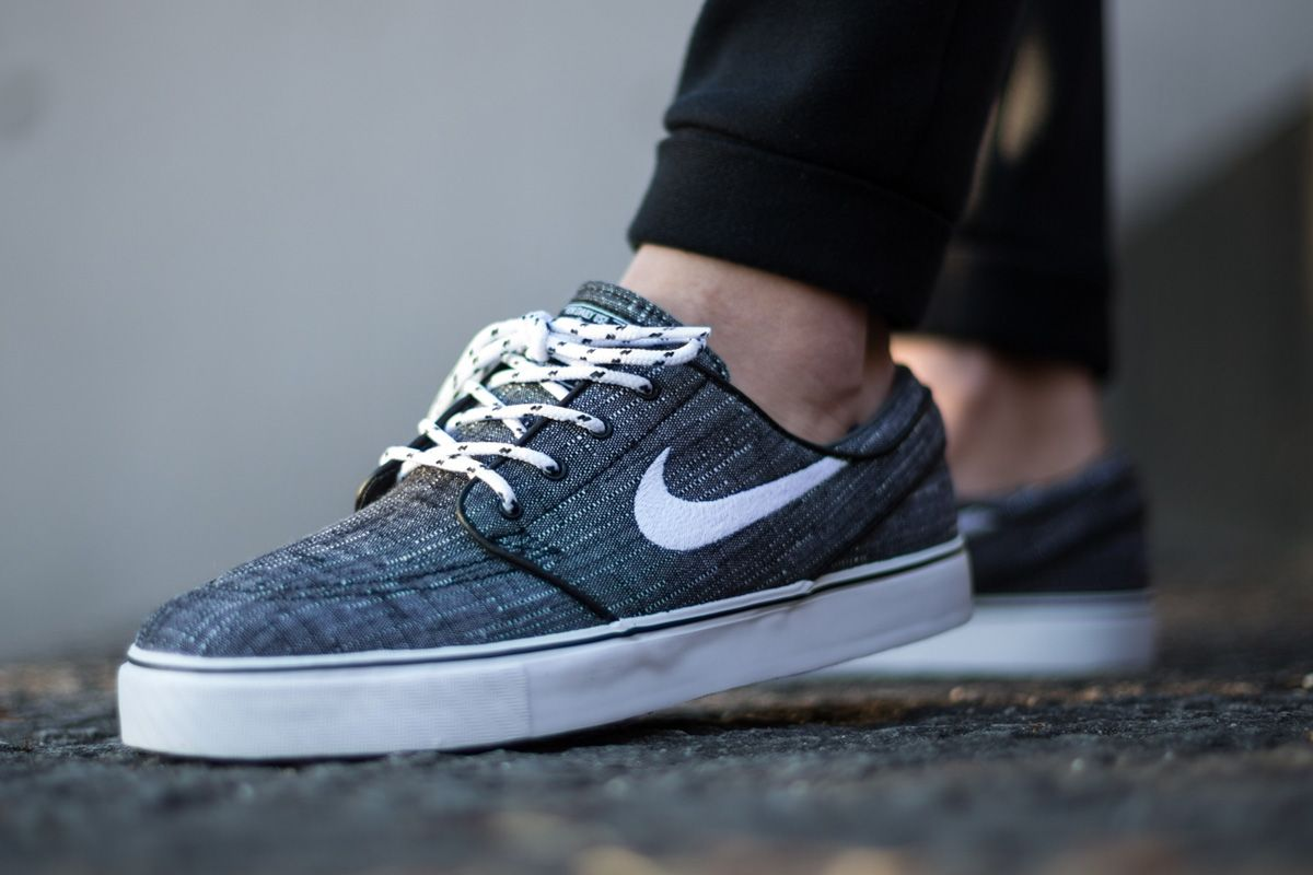 Stefan Janoski's pro model is fitted in canvas for March. Pulling off the  look, the Nike Skateboarding deck shoe is set in an anthracite base with  black pi