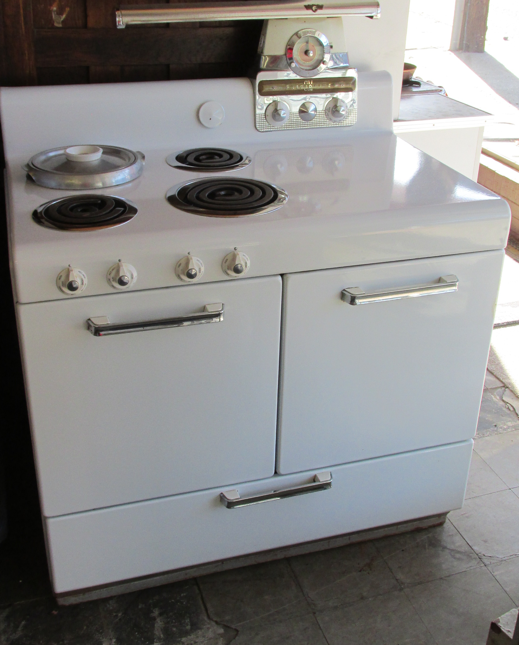 1947 Frigidaire Electric Stove | Stoves | Pinterest ...