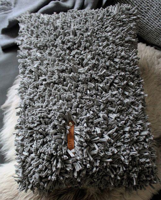 shabbylinas welt kissen und teppich aus textilgarn kn pfen stiches pinterest. Black Bedroom Furniture Sets. Home Design Ideas