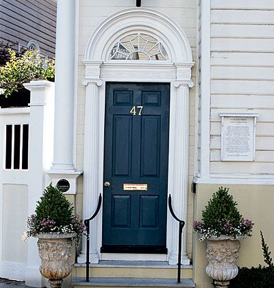 Navy front doorwill be painting mine this color when its warm