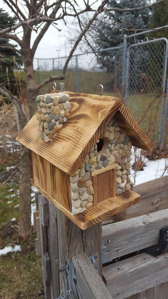 Handgefertigt mit Zeder und Stein, untere Tür zum Reinigen. 8inches lang 8inches … #birdhouses