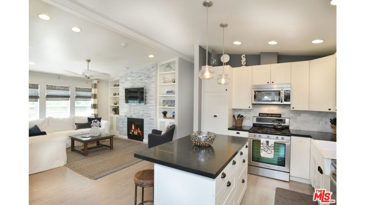 Malibu Mobile Home with Lots of Great Mobile Home Decorating Ideas ...