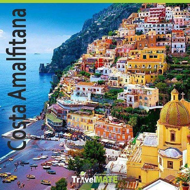 A cerca de 70 km de Nápoles está um dos mais paradisíacos e românticos cenários da Itália. Mar verde-esmeralda e montanhas acidentadas que chegam aos 500 metros de altura. A Costa, formada por quase 20 vilas, percorre quase 60 quilômetros nas margens do Mar Mediterrâneo. Que tal alugar um carro e sair explorar esse paraíso?  #turismo #costaamalfitana #travelmatebrasil