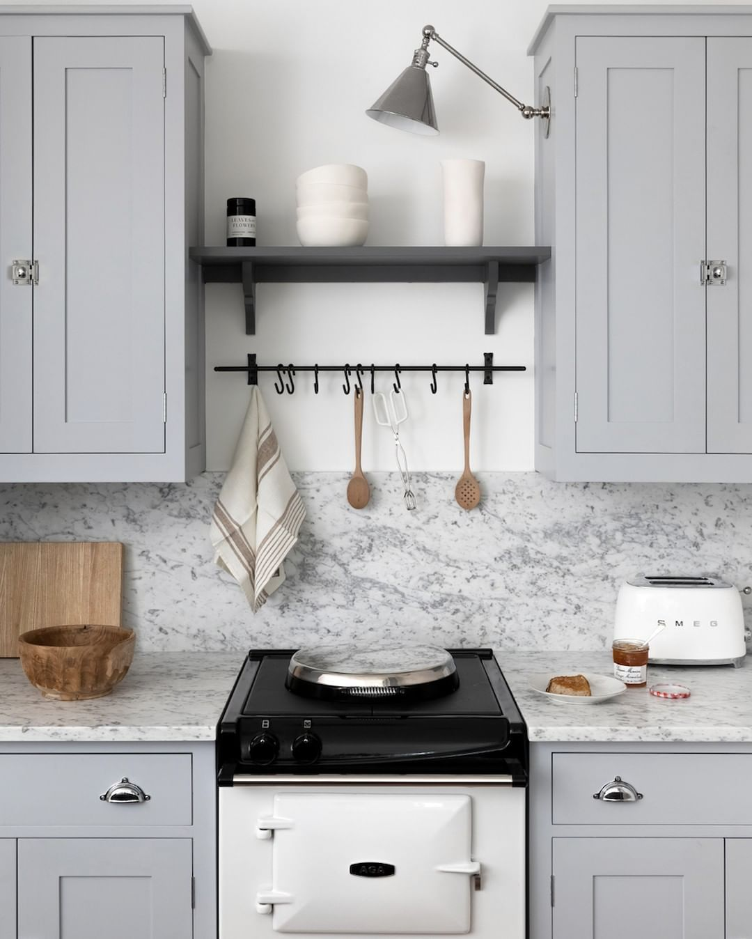 Plain English Design On Instagram Pebyimogen A New Build In Manhattan After Living With A Plain Englis British Kitchen Design Grey Kitchen Kitchen Colors